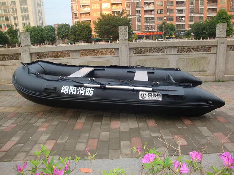 荷鲁斯橡皮艇